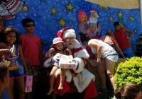 Papai Noel distribuiu presentes e emocionou crianças e adultos em Realengo
