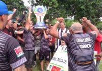 Saiu o campeão da Serrinha: Zico entregou o troféu a Adelphi