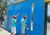 Ex-alunos fazem mutirão para pintar a fachada de escola municipal no Barbante, em Campo Grande