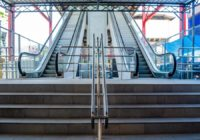 Bangu comemora a volta da escada rolante