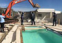 Prefeitura demole construções irregulares em Santa Cruz