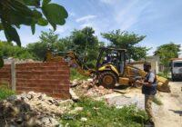 Ordem Pública realiza ação para demolir construções irregulares em Paciência